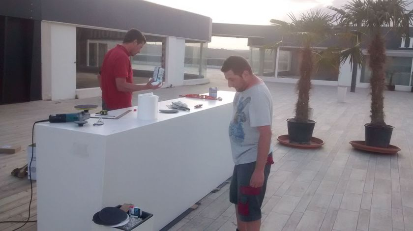 Barra en exterior Dekton Zenith colocada en Campoamor (Alicante)