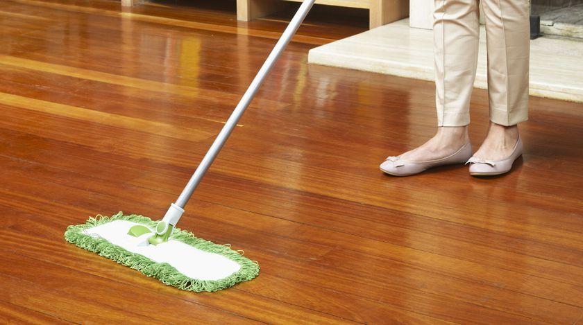 Limpieza con productos específicos para cada superficie en Sant Martí
