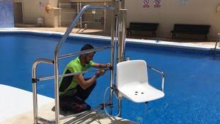 Instalación de elevador hidráulico para personas con movilidad reducida