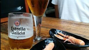 Donde tomar una cerveza acompañada con unas raciones