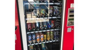 Máquinas expendedoras de bebidas y snacks de nuestro parking en Paterna