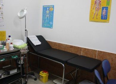 Sala médica y zona de fisioterapia
