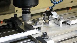Piezas mecanizadas para automoción y electrónica.