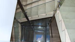 Escalera y Suelo de cristal