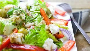 Prueba nuestra ensalada Refugi. Te encantará.