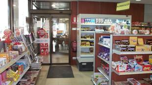 Entrada a la tienda de la estación de servicio