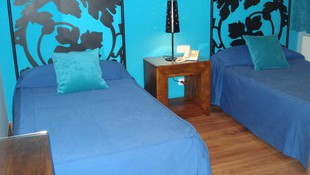Hostal en Segovia. Habitación doble azul