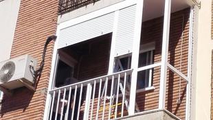 Balcón cierre de aluminio con fijo y armario IV