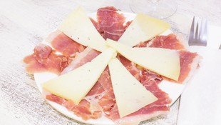 Ración de jamón y queso en Hamburguesería Lina