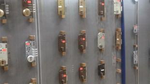 En Cerrajería Hernández disponemos de toda clase de cerrojos para empotrar en madera