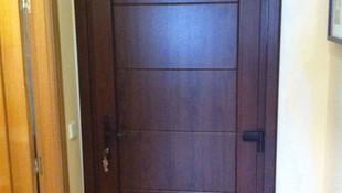 Fabricación y montaje de puertas de PVC para el hogar