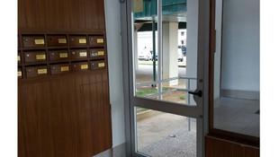 Puertas de aluminiio para comunidades
