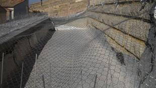 Instalación de mallas antiaves en cubiertas