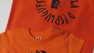 Quin goig que faran Esbart Vila d'Esplugues amb aquestes samarretes i bosses noves !!!