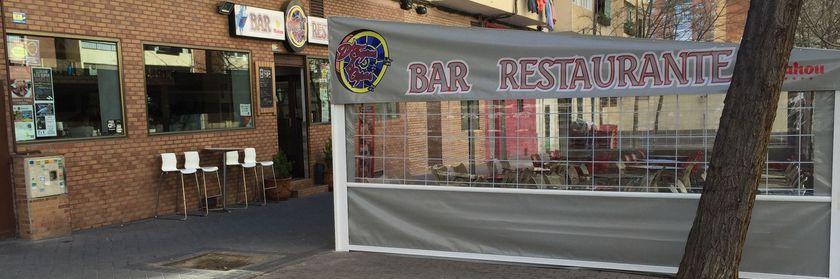 Bar con terraza en Barrio del Pilar D'Tapas&Copas .