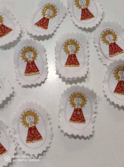 En Mercería Inma termino de recibir estás virgencitas del Pilar bordadas , que son una pasada de bonitas.para ponerlas en las mascarillas, gorras bolsos camisetas etc. Mercería Inma en la calle la Almunia número 20.