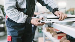 Fabricación de puertas, persianas y mosquiteras de aluminio