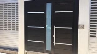 Puerta Principal diseñada a medida
