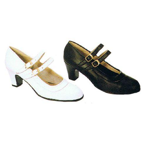 Zapatos de  piel con hebillas paralelas y clavos
