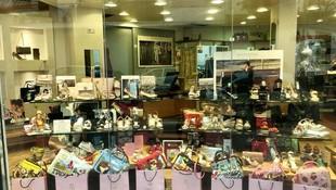 Zapatos y bolsos de marca en Ibiza