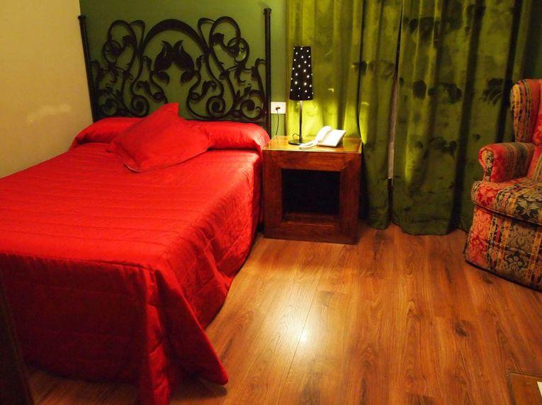 Hostales Segovia. Habitación sencilla