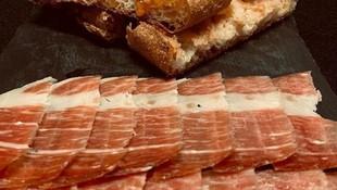 Amplia selección de jamones ibéricos en Manresa
