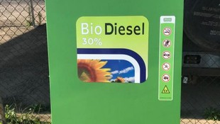 Tres surtidores multimangueras para biodiésel