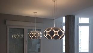 Lámparas colgantes en salón