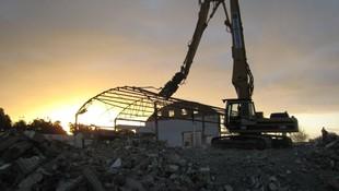 Maquinaria para la demolición de edificios en Tenerife