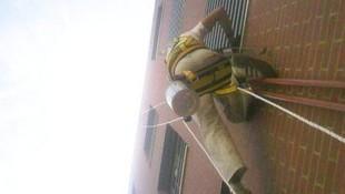 Descuelgue vertical para reparación y conservación de patios y fachadas