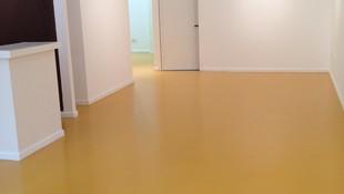 Pintado de suelo de gres con pintura epoxi.
