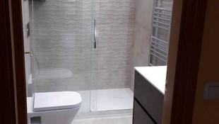 Instalación de platos de ducha en León