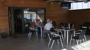 Estación de servicio con cafetería y terraza exterior en Tudela