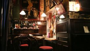 Interior de nuestra bodega con siglo y medio de historia en Madrid centro