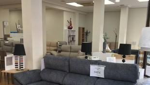 amplia exposición de sofas