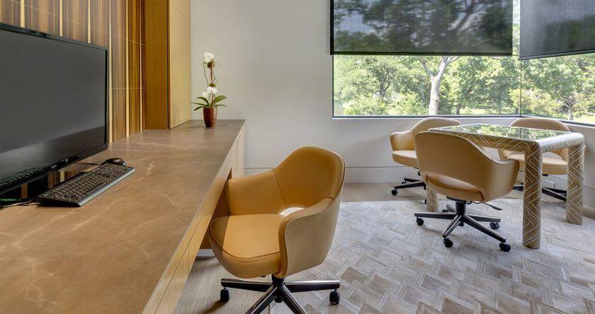 Mesas y escritorios con piedras naturales
