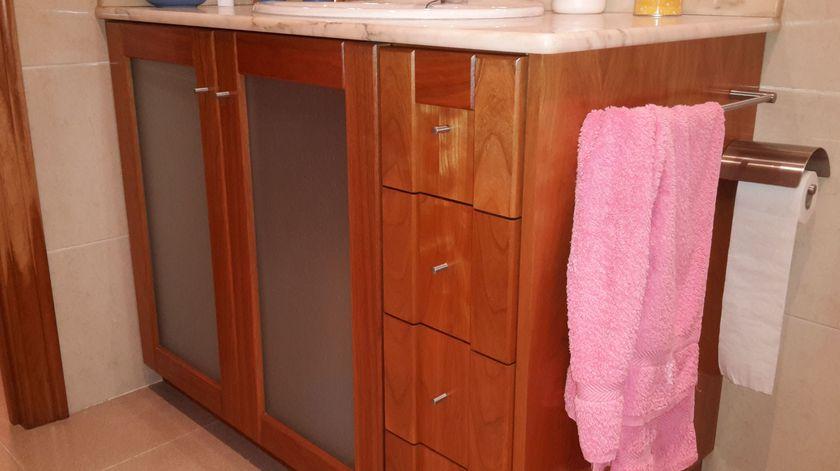 Carpintería y ebanistería. Muebles de baño