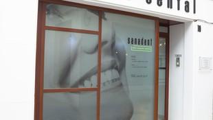 Fachada de la clínica dental Sanadent en Badajoz