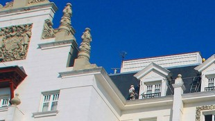 Trabajos verticales y en altura. Mantenimiento de casetones y cornisas hotel Real Santander.