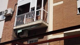 Balcón cierre de aluminio con fijo y armario III