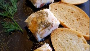 Bombones de salmón con caramelo de eneldo y jengibre en Gandía