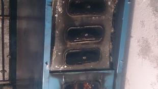 Hogar de la caldera sucia por residuos de la combustión