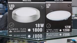 Venta de lámparas de bajo consumo, lámparas incandescentes y alógenas, transformadores y aparatos de iluminación