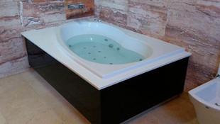 Instalación de bañera con hidromasaje