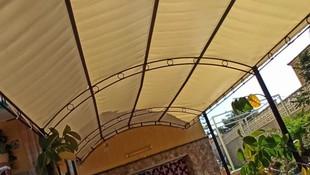 Instalación de toldo para patio C/Rocío
