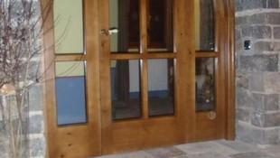 Fabricación de puertas rústicas y convencionales, ventanas con certificado CE