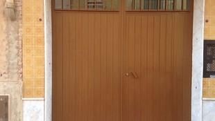 puerta de hierro chapa pegaso lacada en marron