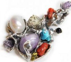 Diseño exclusivo de broche en plata y piedras naturales realizadas artesalmente - Puerto  Oro y La Perionda