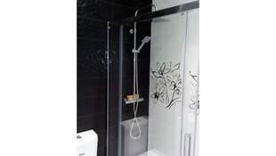 Instalación de platos de ducha y mamparas en Bilbao