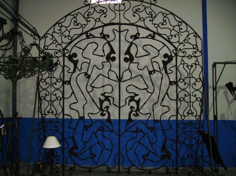 Puerta exterior grande